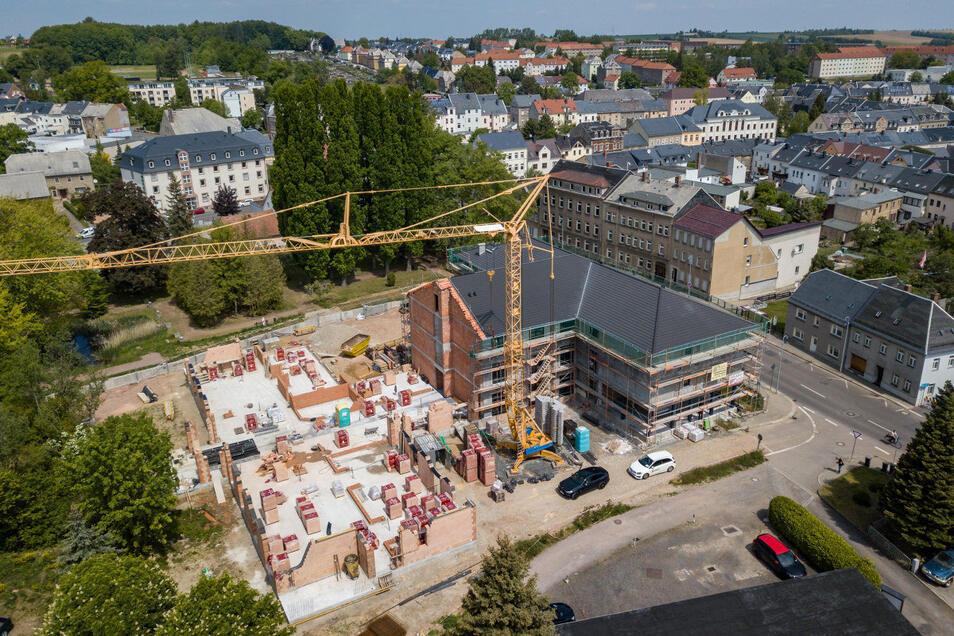 """Das neue Pflegeheim """"Care Palace"""" an der Dresdener Straße in Hartha sollte ursprünglich Ende 2020 fertig werden."""