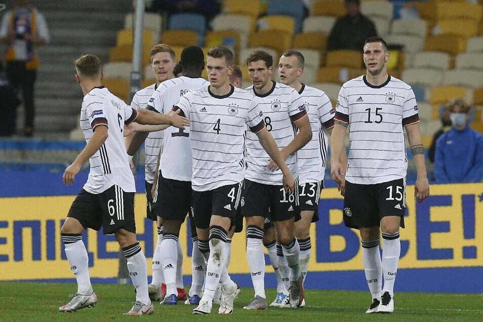 Die deutschen Spielern bejubeln das zwischenzeitliche 2:0 durch Leon Goretzka (3. v. r.)