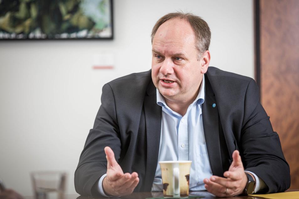 Oberbürgermeister Dirk Hilbert äußert sich zum Demo-Samstag in Dresden.