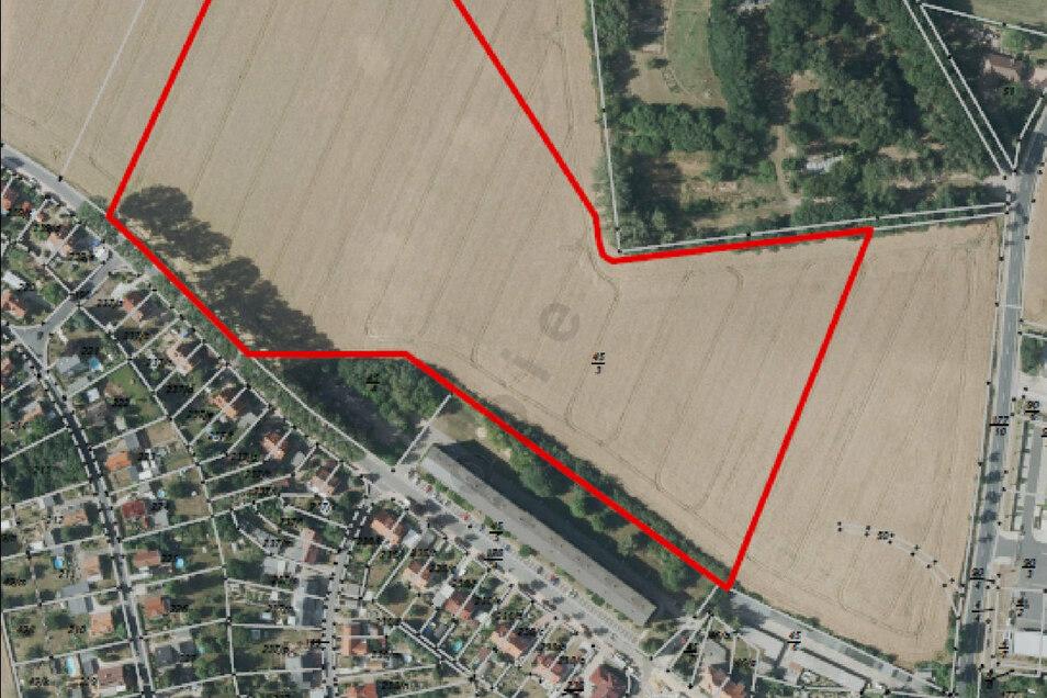 Das Flurstück 45/3 in Bohnitzsch umfasst neben der rot gekennzeichneten auch die Fläche rechts daneben bis zur Großenhainer Straße.