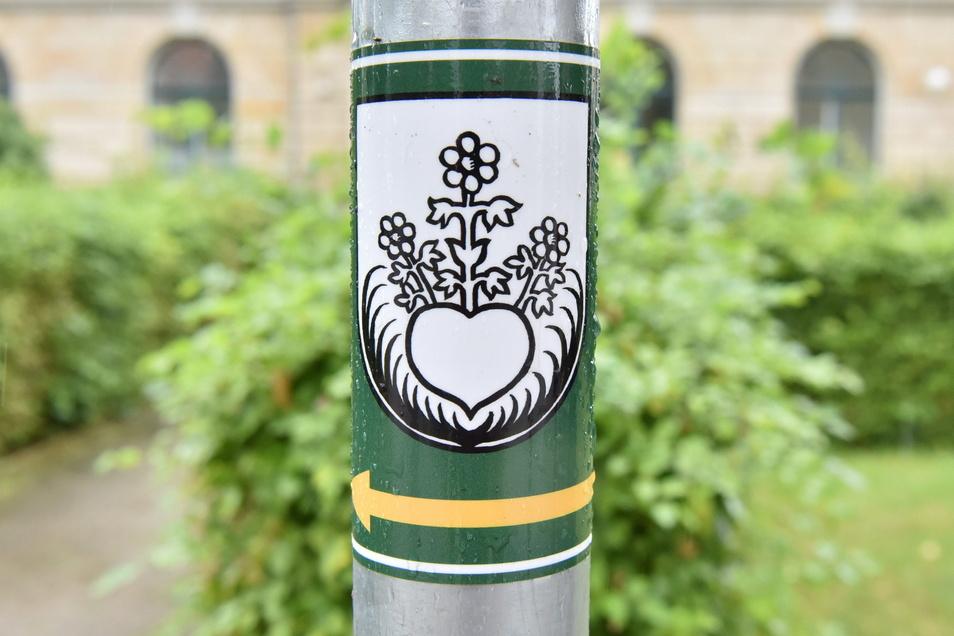 Der Dorfrundgang ist mit diesem Symbol - dem alten Niederhäslicher Siegel - markiert.