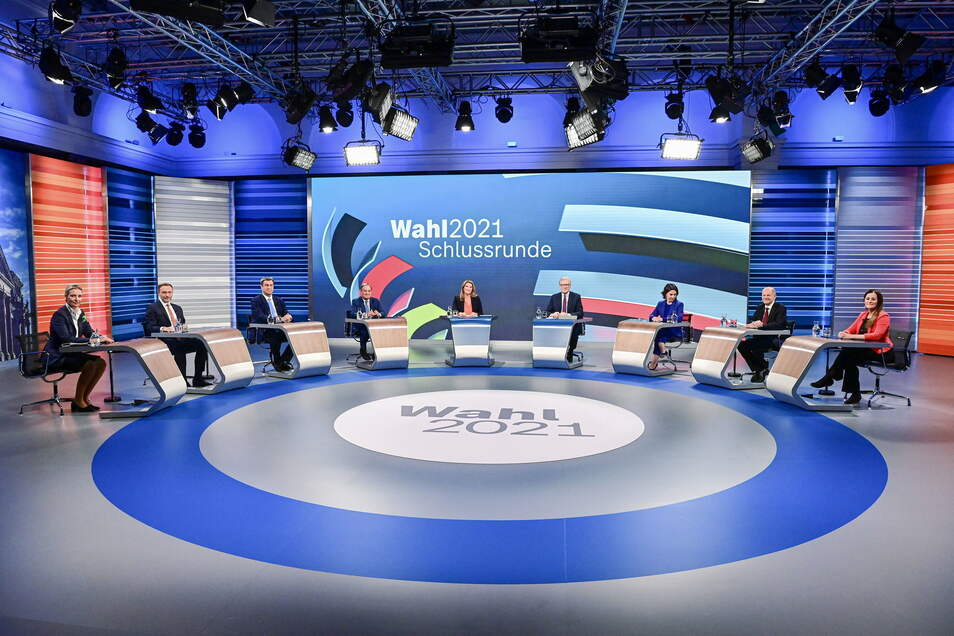 Bei der TV-Debatte von ARD und ZDF diskutierten die drei Kanzlerkandidaten und die Spitzenkandidaten von FDP, Linken und AfD. Auch Markus Söder durfte kommen. .
