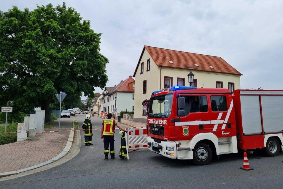 Am Morgen war zunächst die Feuerwehr aus Gersdorf und Hartha vor Ort, um die Gefahrenstelle abzusperren.