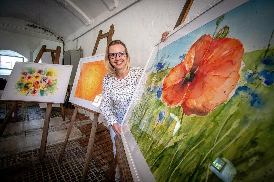 Claudia Werner aus Lugau im Erzgebirge hat die Aquarellmalerei für sich entdeckt. Zum Erntedankfest am Wochenende malt die mediale Künstlerin im Kapitelsaal.