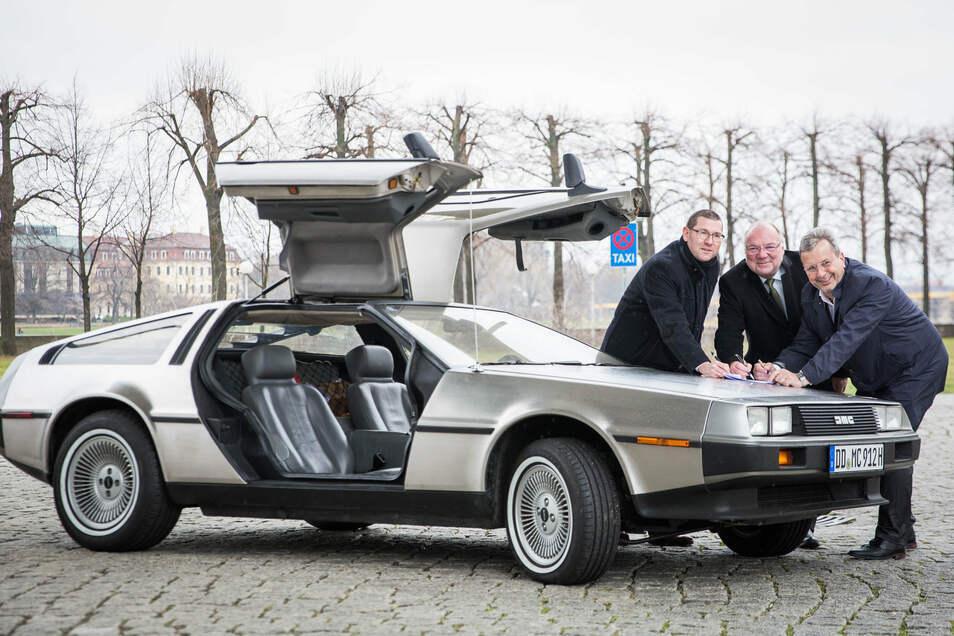 Im März 2020 war noch nicht klar, dass das Dresdner Stadtfest nicht stattfinden würde. Zu diesem Zeitpunkt plante Klaus-Dieter Lindeck (Mitte), jede Menge Oldtimer zum Stadtfest fahren zu lassen, auch diesen DeLorean aus dem Jahr 1981.