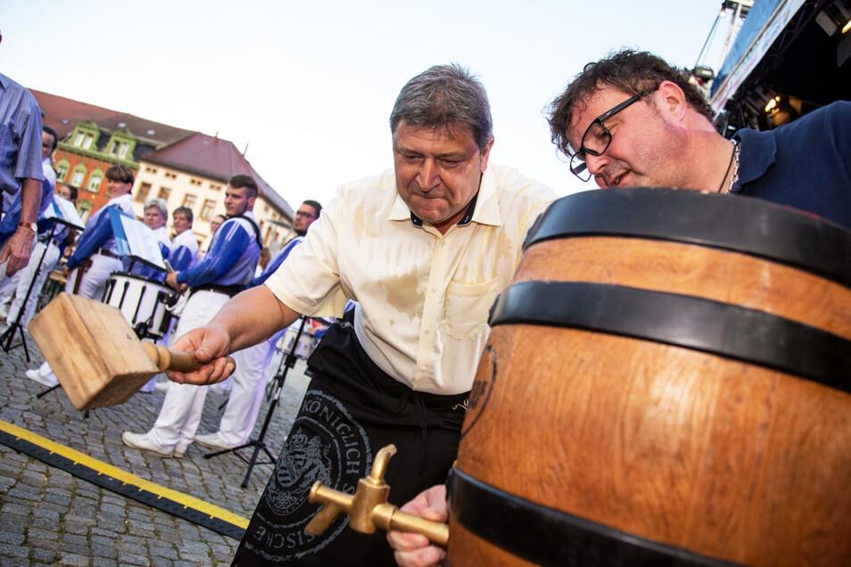 Bischofswerdas Oberbürgermeister Holm Große holt zum Schlag aus.