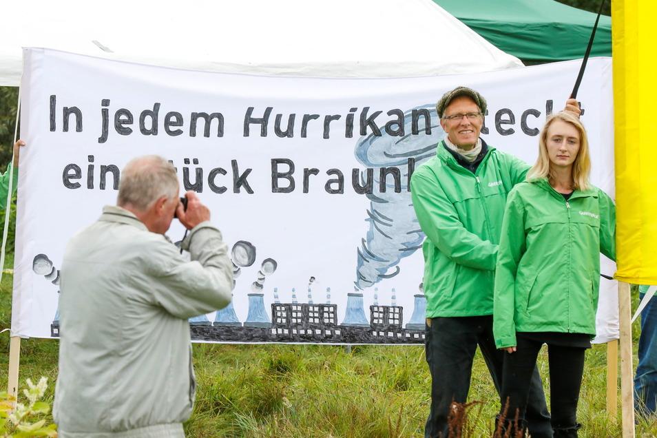 Die Umweltschützer von Greenpeace haben sich am Sonnabend auch am Dreiländerpunkt bei Zittau gegen die weitere Kohleverstromung ausgesprochen.