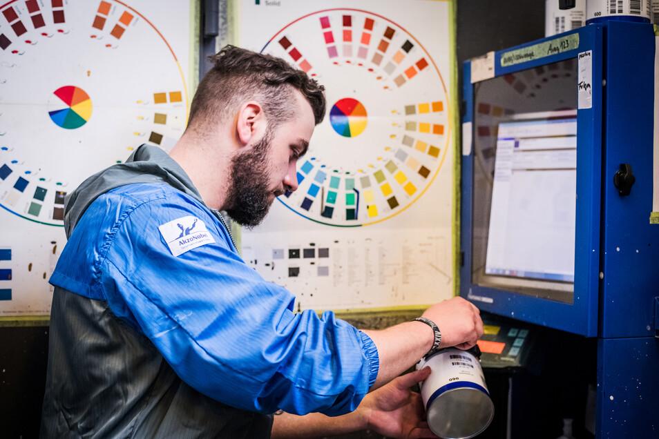Die hochmoderne Farbmisch-Station liefert nahezu alle Farbtöne, sogar Pearl-Effekte sind möglich.