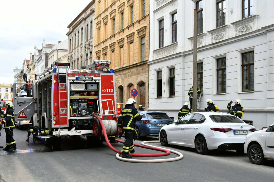 Bei einem Wohnungsbrand auf der Bismarckstraße in Görlitz ist am 1. Mai ein 64-jähriger Mann ums Leben gekommen.