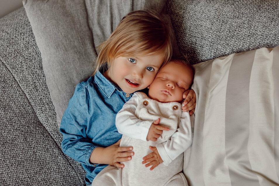 Leopold Springer, geboren am 2. April, Geburtsort: Pirna, Gewicht: 4.420 Gramm, Größe: 54 Zentimeter, Eltern: Stephanie & Sascha Springer, Schwester: Carlotta Springer,Wohnort: Pirna