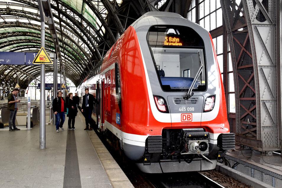 Mehr Züge für die Ausflügler: Am Donnerstag rechnet der Verkehrsverbund mit einer hohen Nachfrage.