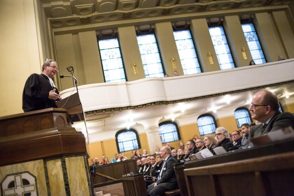 So voll wird die Peterskirche coronabedingt nicht bei der Predigt von Bischof Stäblein am Pfingstsonntag sein. Das Bild stammt aus dem Dezember 2018 in der Görlitzer Kreuzkirche.