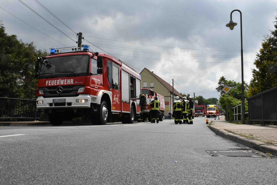 Die Feuerwehr in Oderwitz war unter anderem an der Hauptstraße im Einsatz.