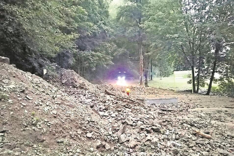 Geröll und Steine auf der Fahrbahn: Vergangenen Freitag war das Kirnitzschtal erneut dicht.