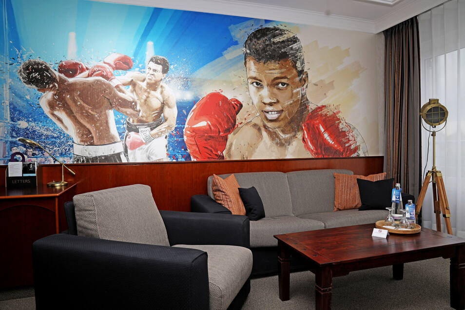 Eine Agentur aus Finsterwalde hat die Wand in der neuen Ali-Suite gestaltet.