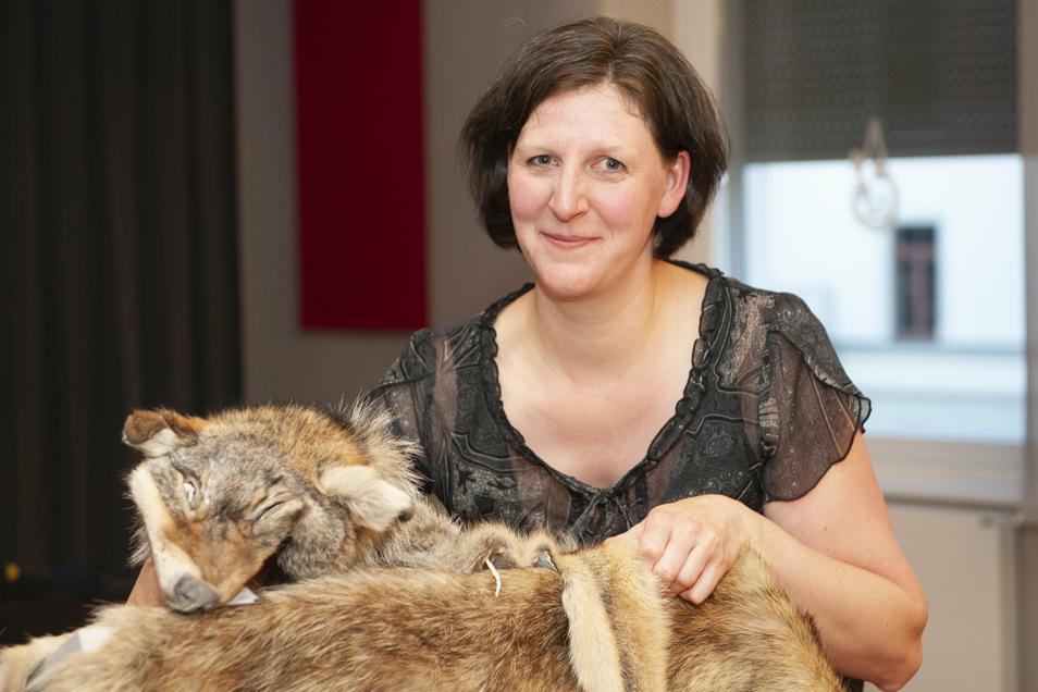 Sie ist eine Expertin: Vanessa Ludwig betreut die sächsische Fachstelle Wolf und teilte im Alberttreff Großenhain ihr Wolfswissen mit den Besuchern.