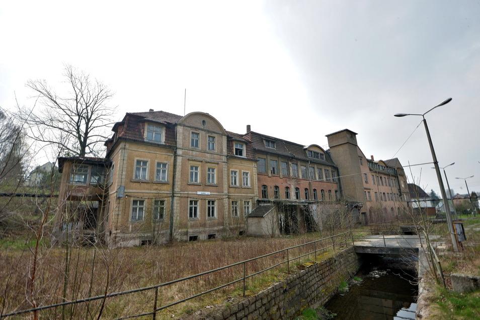 Im Dornröschenschlaf liegt die ehemalige Möbel- und Landmaschinenfabrik in Colmnitz. Eine gute Fee ist hier nicht zu erwarten, aber vielleicht eine Zwangsversteigerung.