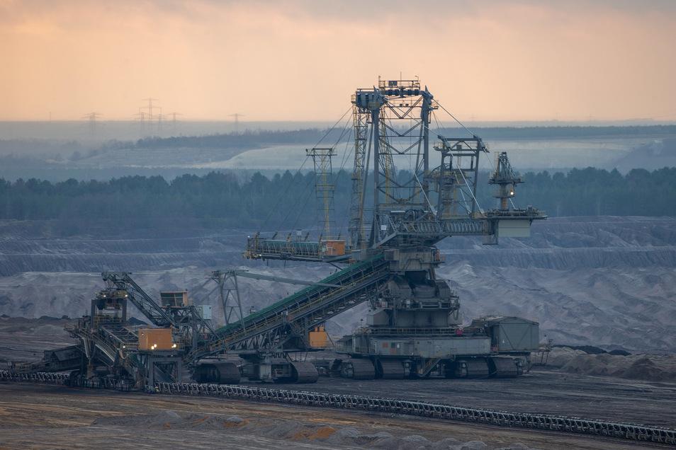 Ein Kohlebagger im Tagebau Nochten.