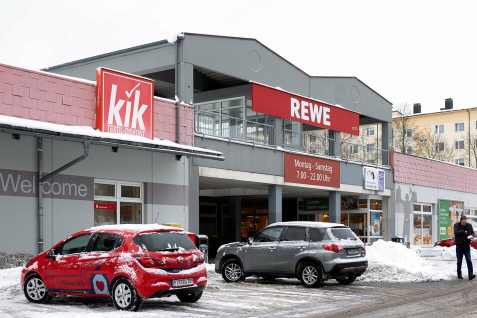 Das Rewe-Einkaufscenter an der Maxim-Gorki-Straße in Neustadt zieht im Frühjahr um, ebenso der Discounter Kik.