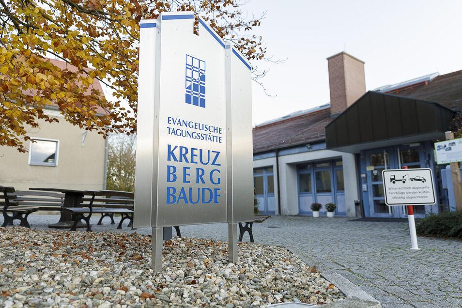 Aus der evangelischen Tagungsstätte in Jauernick-Buschbach wird das Hotel Kreuzbergbaude.