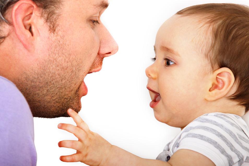 Sinnvoll und alles andere als albern: Mit Babysprache die Sprachentwicklung des Nachwuchses fördern.