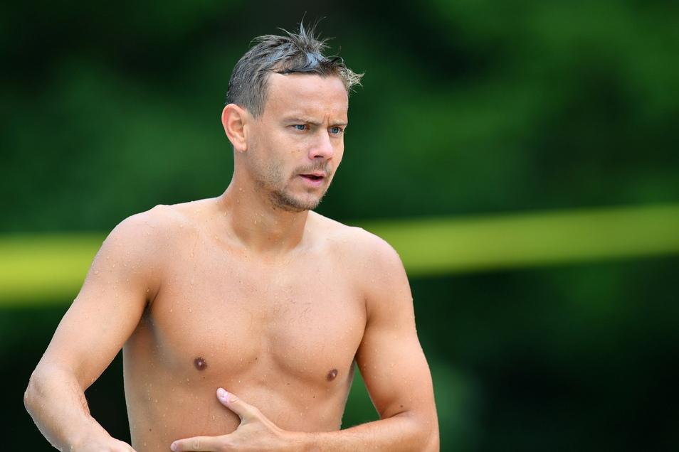 Chris Löwe hat zwar nicht die Schwimmerfigur, doch dennoch macht er im Wasser einen guten Eindruck.
