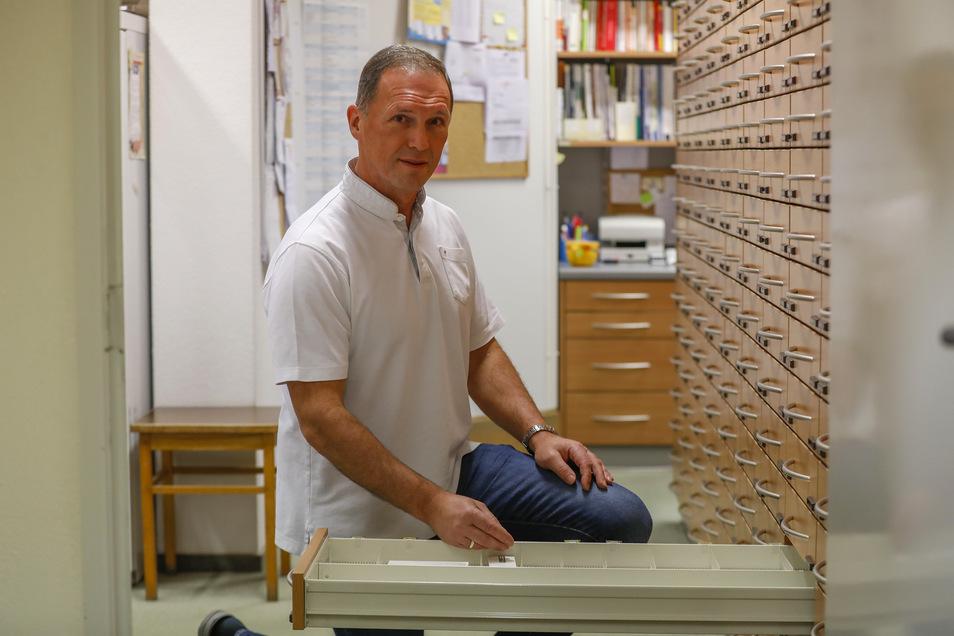 Frank Stiewert leitet seit 15 Jahren die Rats-Apotheke an der Schliebenstraße.