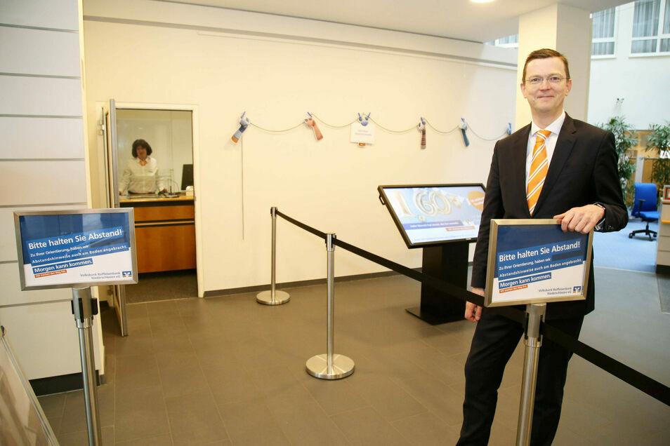 Volksbank-Vorstand Sven Fiedler. Mit einer Ausbildungsquote von zehn Prozent gehört die Volksbank Raiffeisenbank Niederschlesien zu den Spitzenreitern.