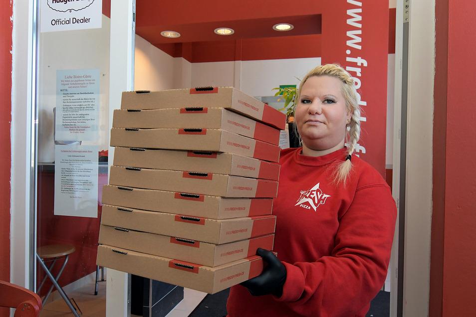 Tina Willwandt liefert auch weiterhin Pizza aus. Die Nachfrage ist jedoch nicht mehr ganz so hoch.