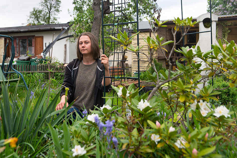 Hat viel Zeit und Geld in ihren Garten im Ostragehege investiert: Anna Behr musste ihre Parzelle abgeben. Die Gründe kann sie nicht nachvollziehen.