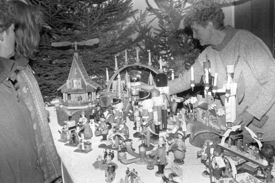 Originaler Weihnachtsschmuck aus dem Erzgebirge. Geisings Stand auf dem Schiltacher Adventsmarkt 1995.