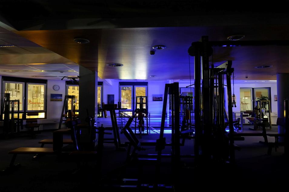 Blick in ein leeres Fitnessstudio in Leipzig