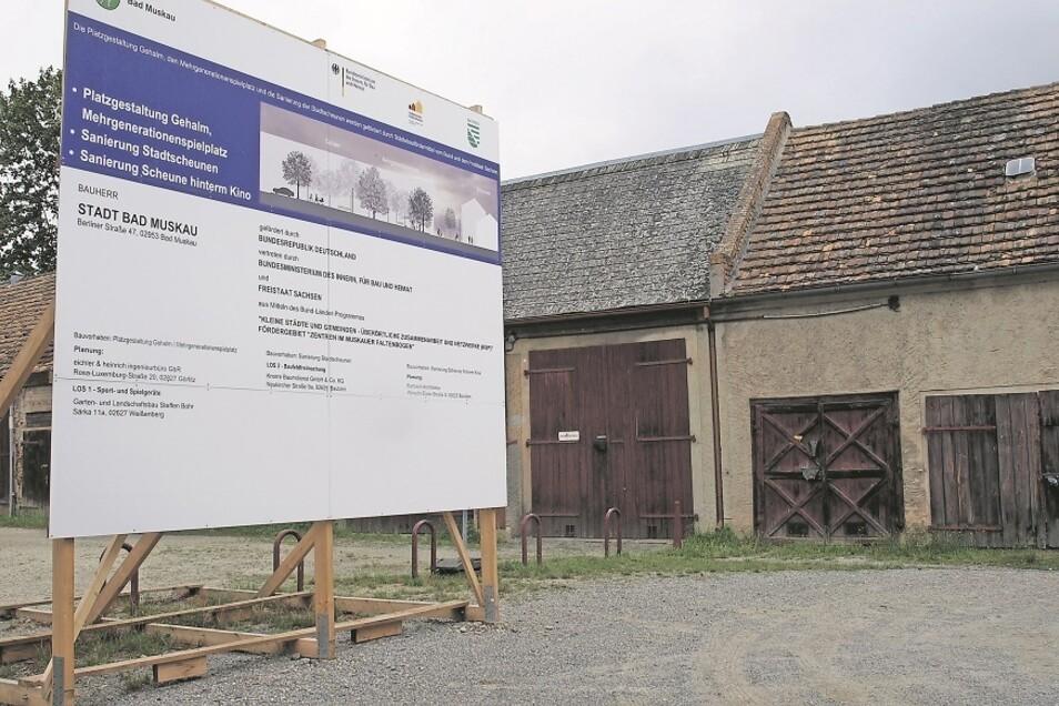 Die Scheunen und Platz am Gehalm in Bad Muskau werden für rund eine Million Euro saniert, neu gestaltet und belebt. Die Stadt muss nur 10 Prozent der Kosten tragen.
