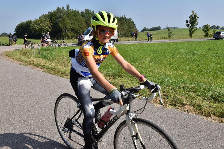 An der Artour-Verpflegungsstation an der Hochwaldstraße bei Oberfrauendorf geht Bent die nächste Etappe nach Hirschsprung an. Die Tour über 65 Kilometer ist die zweitlängste, darüber gibt es nur die 100-Kilometer-Tour nach Altenberg.