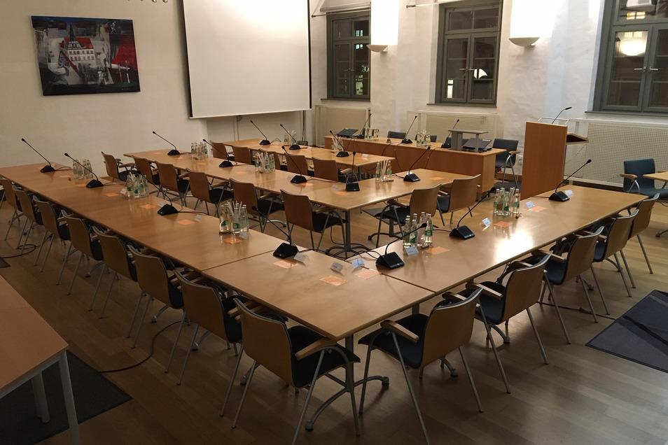 Großer Ratssaal im Pirnaer Rathaus: Insgesamt konkurrieren 153 Kandidaten um die 26 Sitze im Stadtrat.