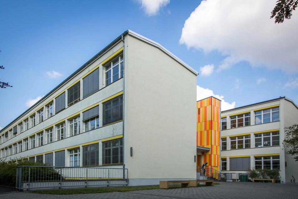Am Bertolt-Brecht-Gymnasium in der Johannstadt gab es zwei Corona-Infizierte unter den Schülern. Nun werden die Regelungen im Schulalltag auch hier verschärft.