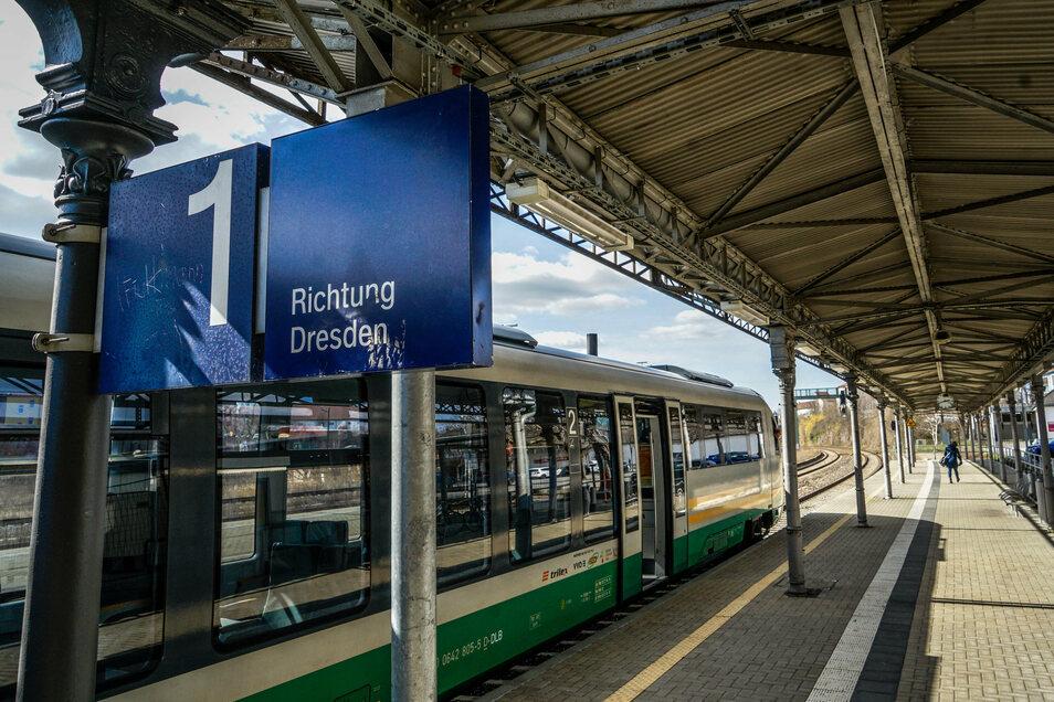 Auch am Bahnhof in Bautzen hinterließen die Täter ihre Spuren. (Archivbild)