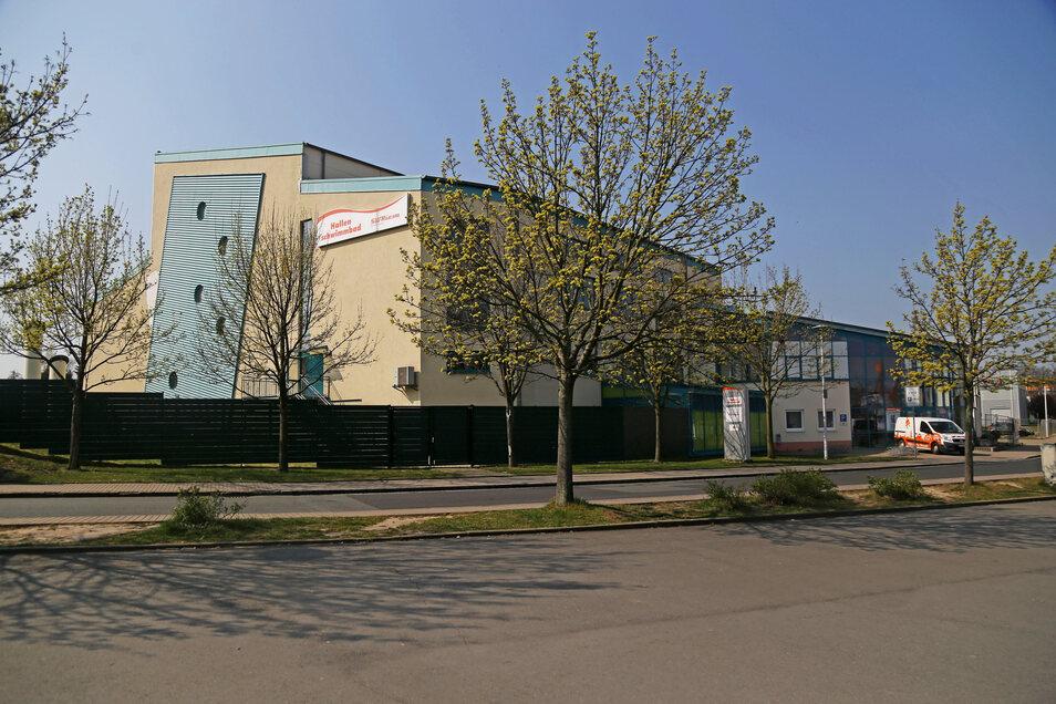 Seit Mitte März zu: das Riesaer Hallenschwimmbad, gleich neben der Sachsenarena.