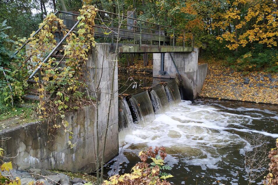Offenbar nicht mehr zeitgemäß und den neuesten Richtlinien des Hochwasserschutzes entsprechend, seien es solche Bauwerke, die nun auf den Prüfstand gestellt werden.