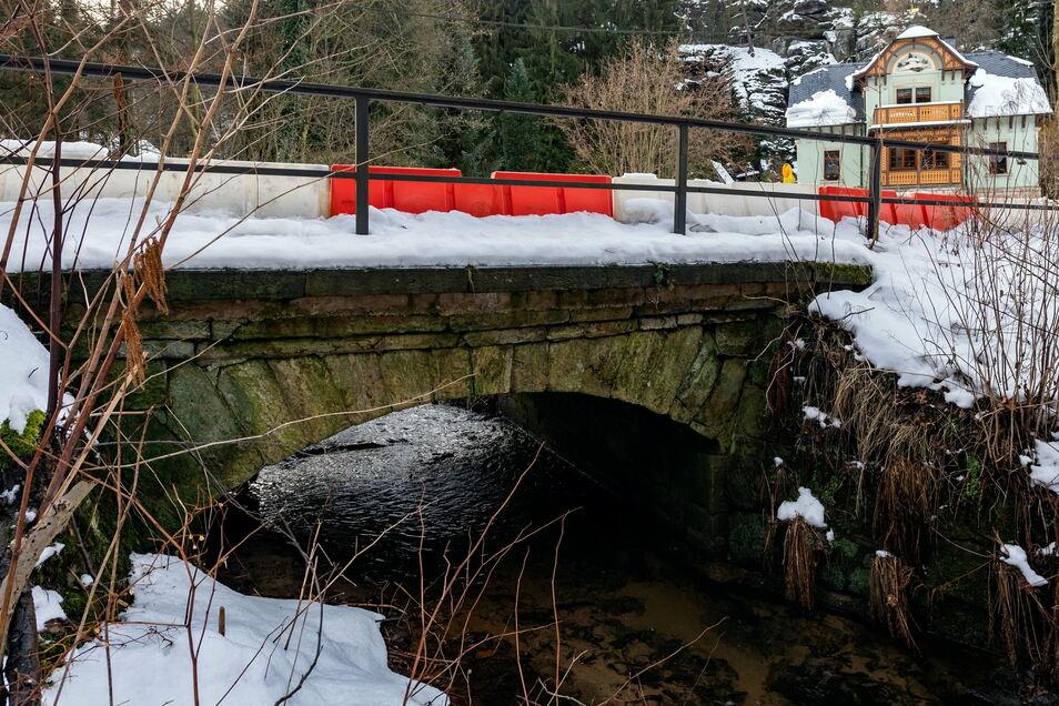 Zu kaputt, um weiter befahren zu werden: die Gewölbebrücke im Bielatal.