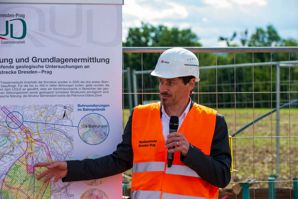 Diesmal nicht draußen, sondern online: Bahn-Projektleiter Kay Müller beantwortete Fragen von 135 Leuten zur Neubaustrecke Dresden - Prag.