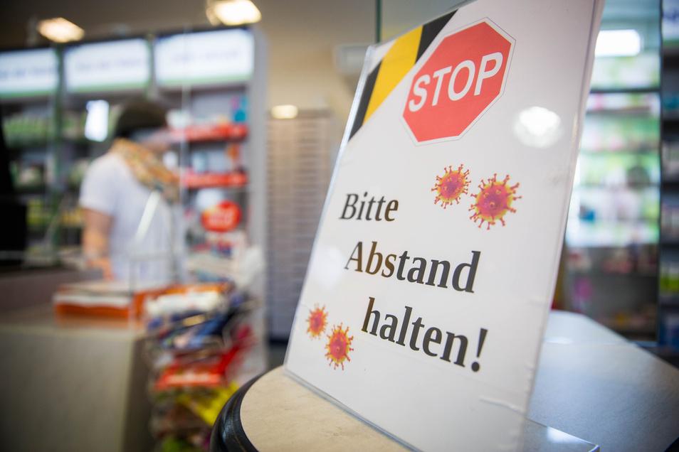Klare Ansage in einer Apotheke in Dresden-Laubegast.