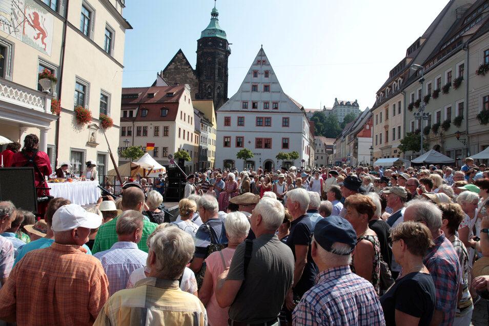 Zeitweise tummelten sich etwa 400 Gäste im barocken Markttreiben.