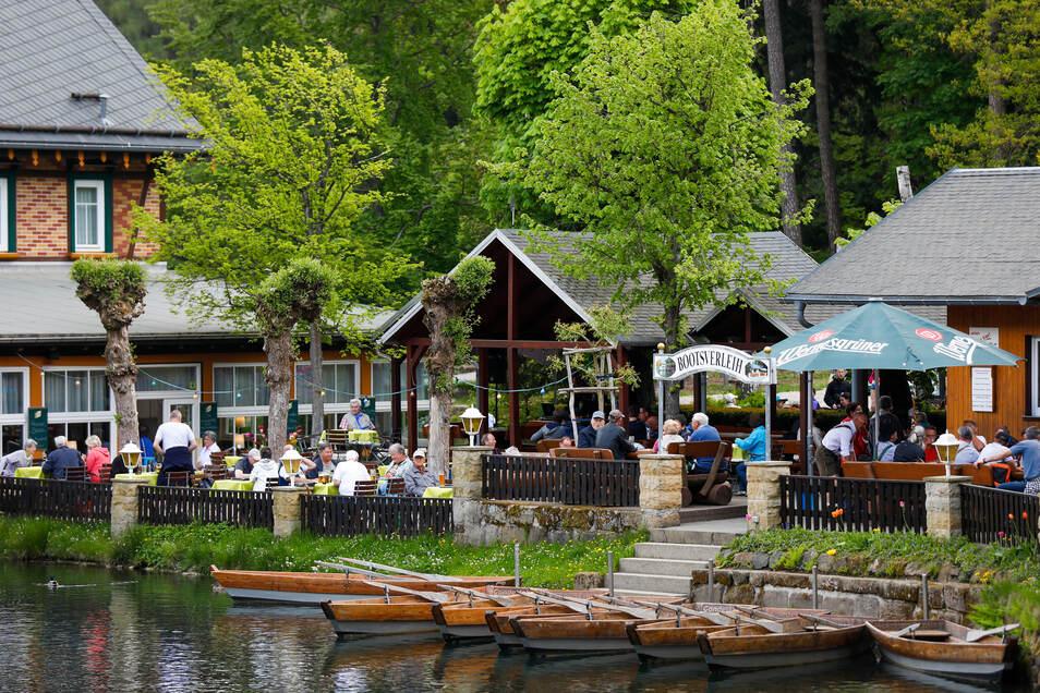 Gut besucht war auch die Gondelfahrt in Jonsdorf:Mit Musik, gutem Essen, Eis und guter Laune genossen viele die neuen Freiheiten.
