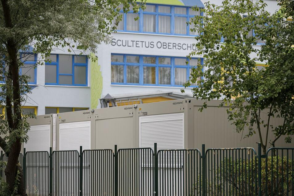 Seit Sommer 2018 arbeitet nach der Oberschule Rauschwalde auch die Scultetus-Oberschule mit Containern, weil der Platz im Schulhaus nicht mehr reicht.