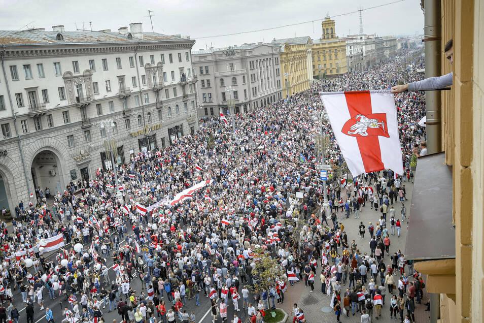 Seit Wochen demonstrieren Bürger in Belarus gegen den Machthaber Lukaschenko.