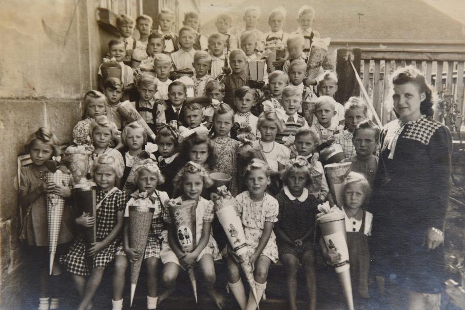 Ein historisches Foto von der damaligen Schulklasse.