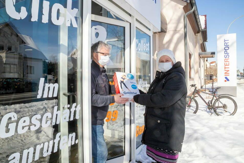"""Bei Andreas Vetter in Niesky können Kunden per Telefon bestellen, """"und wir geben die Ware an der Tür heraus."""""""