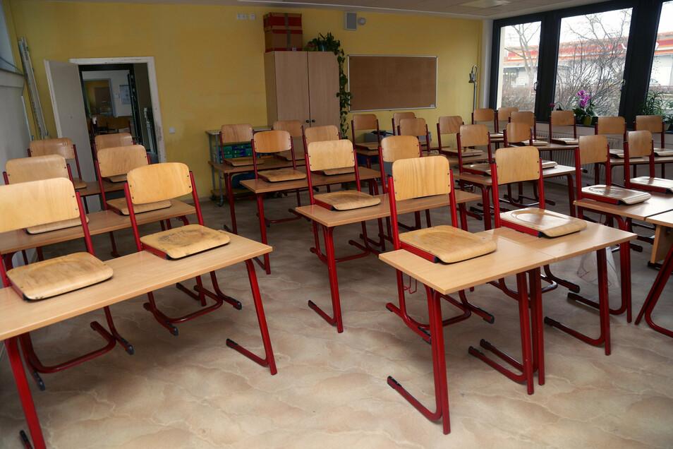 Klasse leer. - So wie hier sind mindestens zwei Klassenräume in der Grundschule Nünchritz verwaist.
