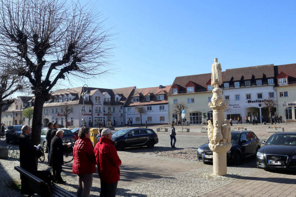 In diesem hatte sich hier nur einige Osterreiter und Einwohner am Wittichenauer Markt eingefunden, um zu singen und zu beten.
